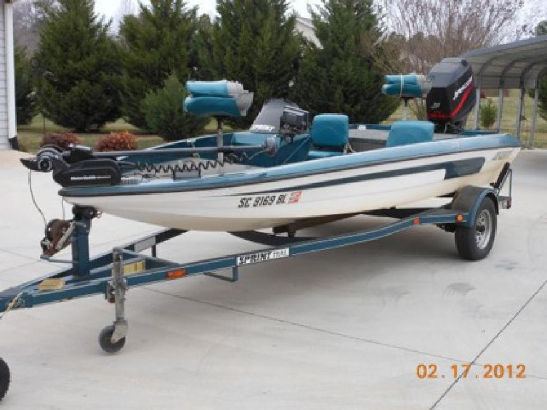 $6,500 Sprint 270 Bass Boat with 115 HP Mercury