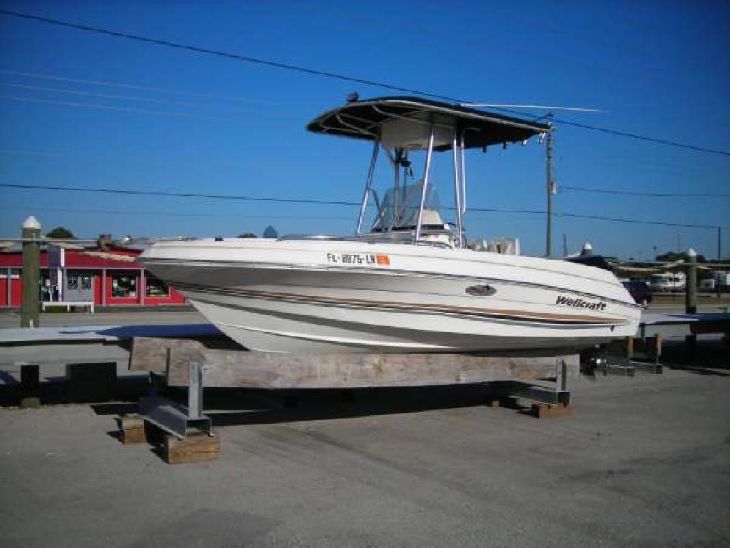 2001 18' Wellcraft 180 Fisherman in Englewood, Florida