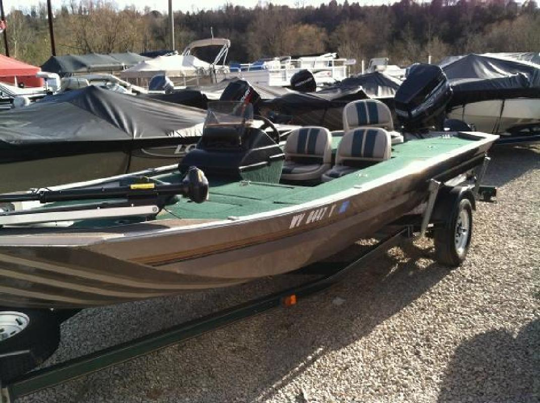 Sea ark boat listings for Bass fishing yard sale