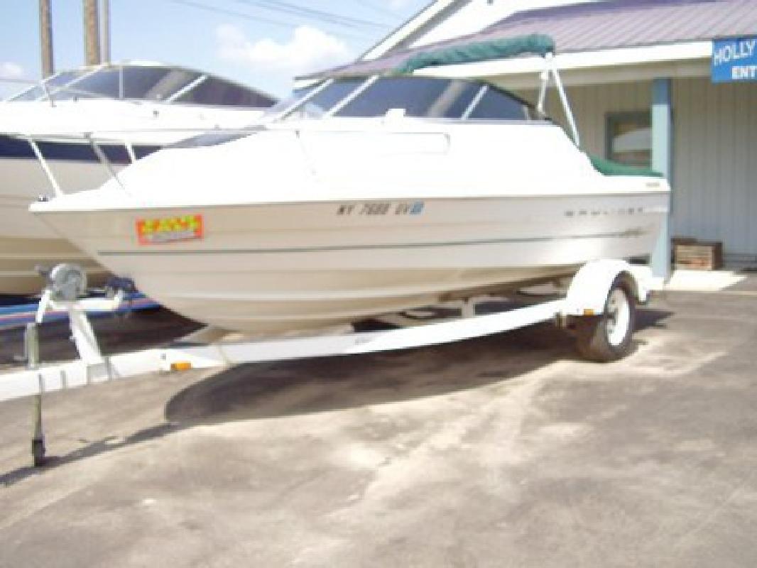 $8,995 2000 19' Bayliner 1952 Capri Cuddy