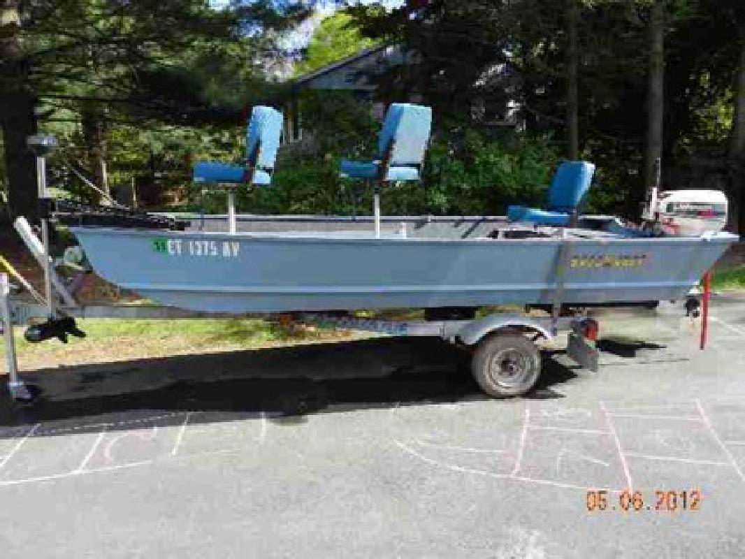 $2,000 DISCOVERY FISHING BOAT MODEL 1237, 1995 Metal Outboard Engine 15hp
