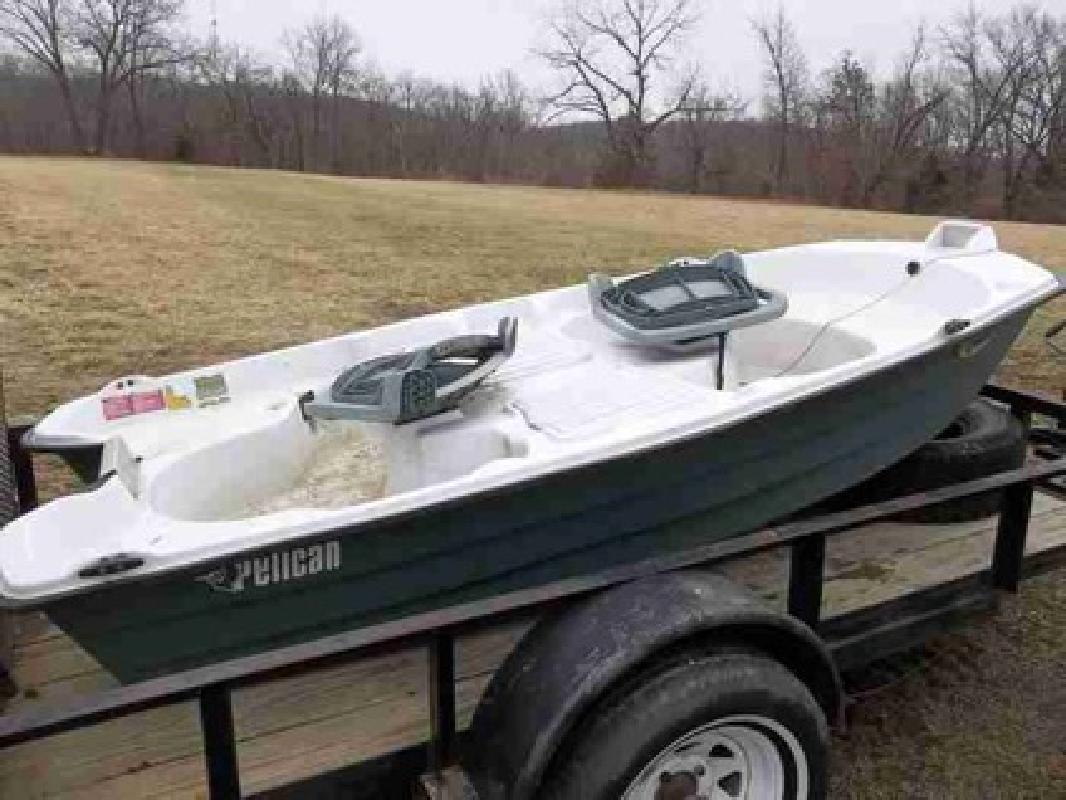 350 2006 pelican 10ft 2 man fishing boat for sale in el for 2 man fishing boat