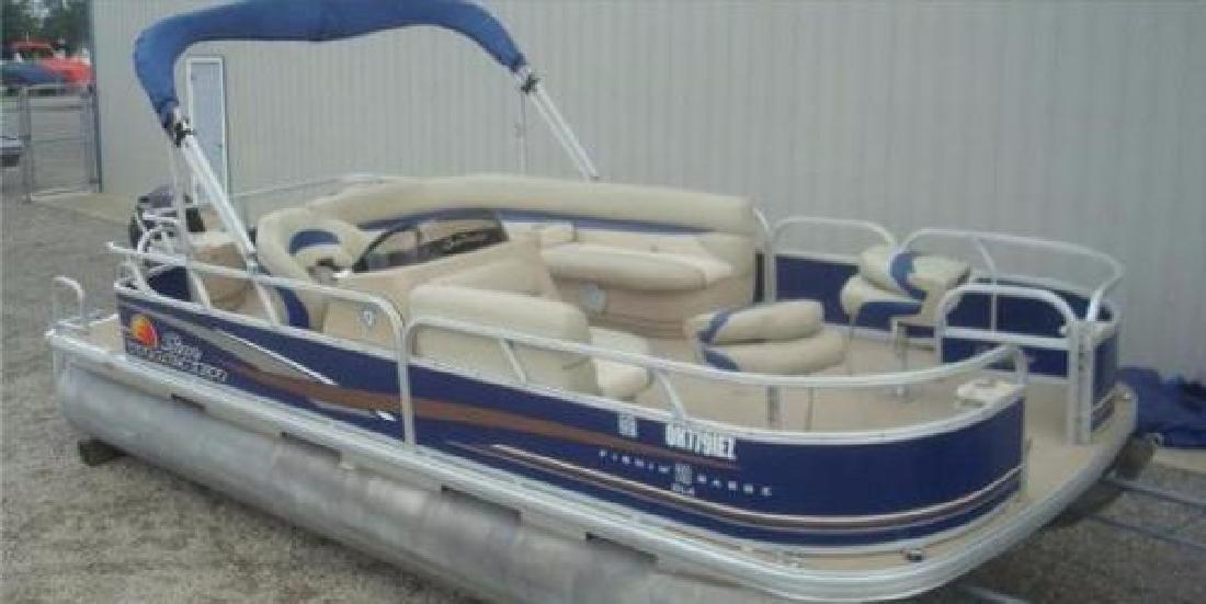 2012 Sun Tracker Fishin Barge 20 DLX Russels Point OH