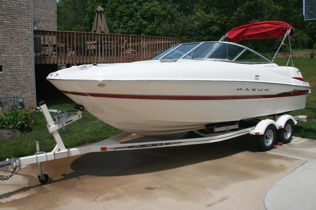 2004 21' Maxum-U.S. Marine 2100 SD Sport Deck in Knoxville, Tennessee