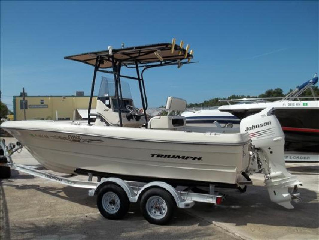 2004 20' Triumph Boats 210 210 Center Console