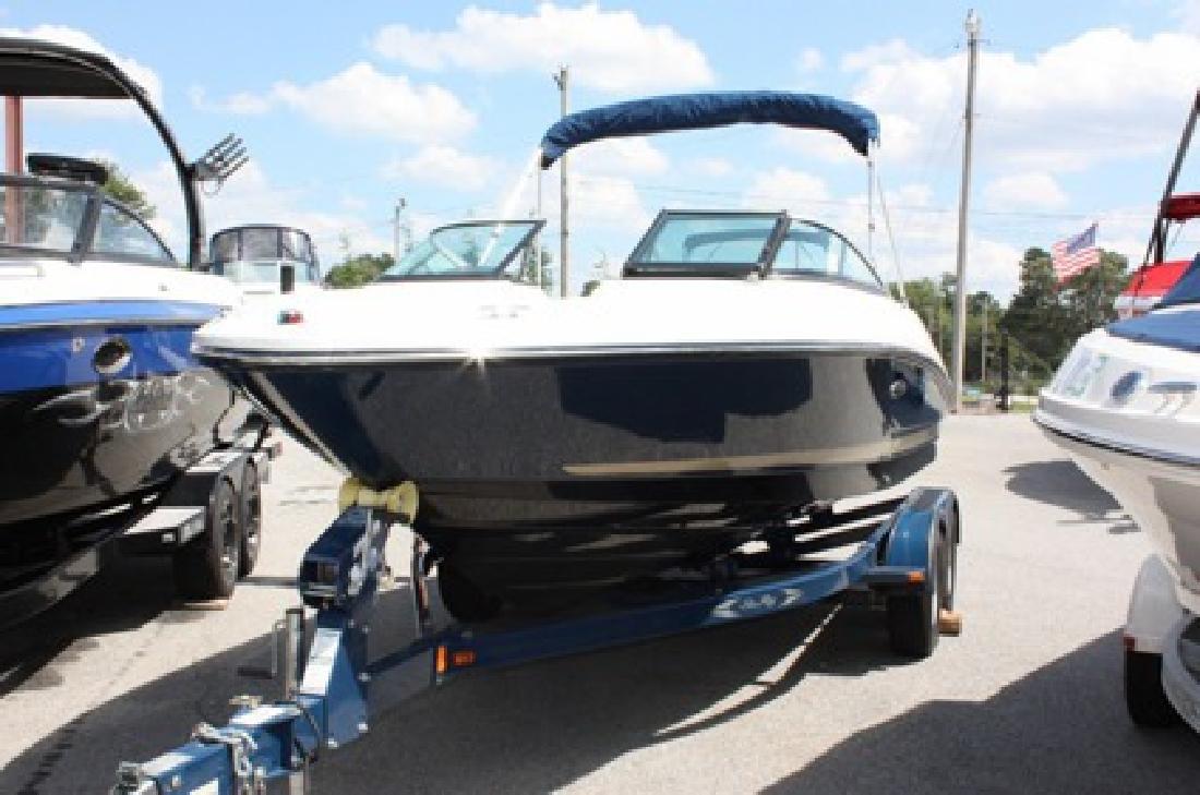 $29,995 2014 Sea Ray 210 SLX Bowrider