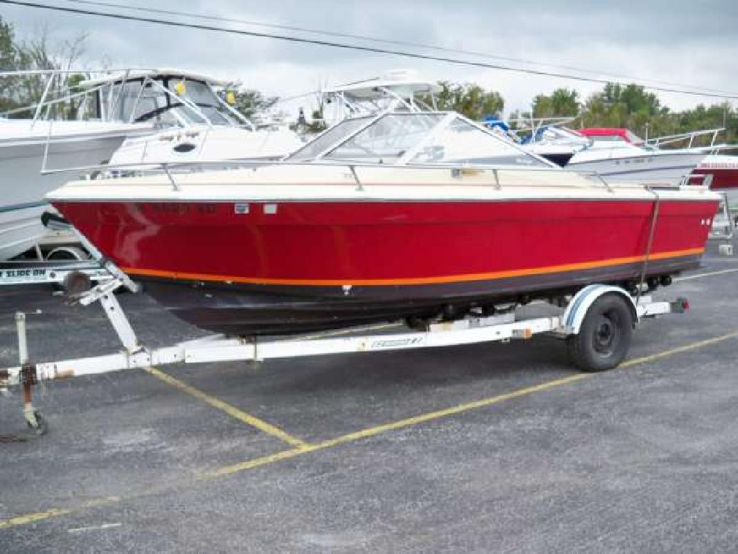 1980 21' Bayliner 21 Cuddy