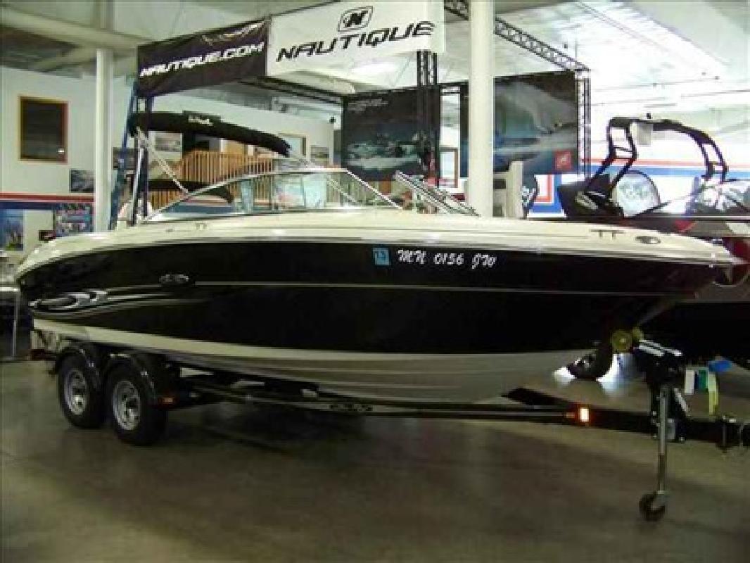 $22,995 2004 Sea Ray 220 SELECT