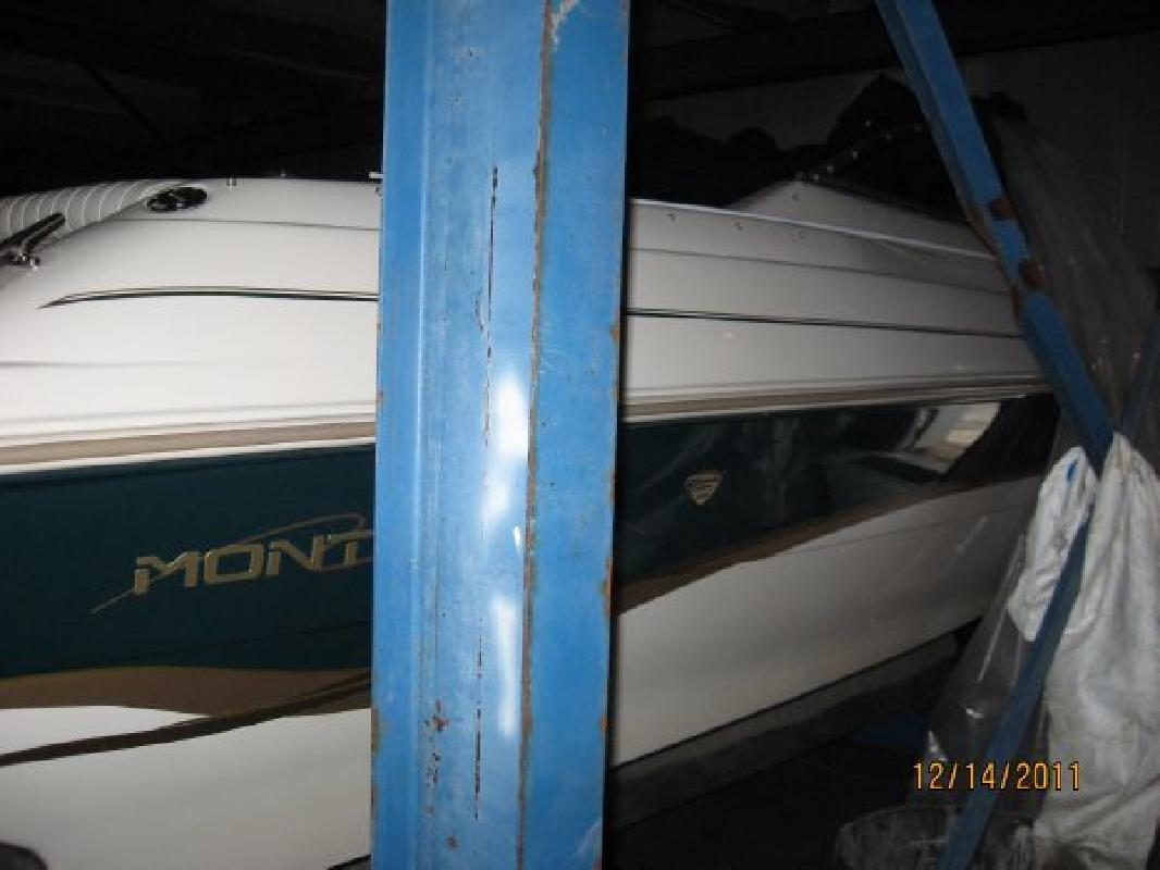 1998 23' Monterey Boats 236 Montura Cuddy