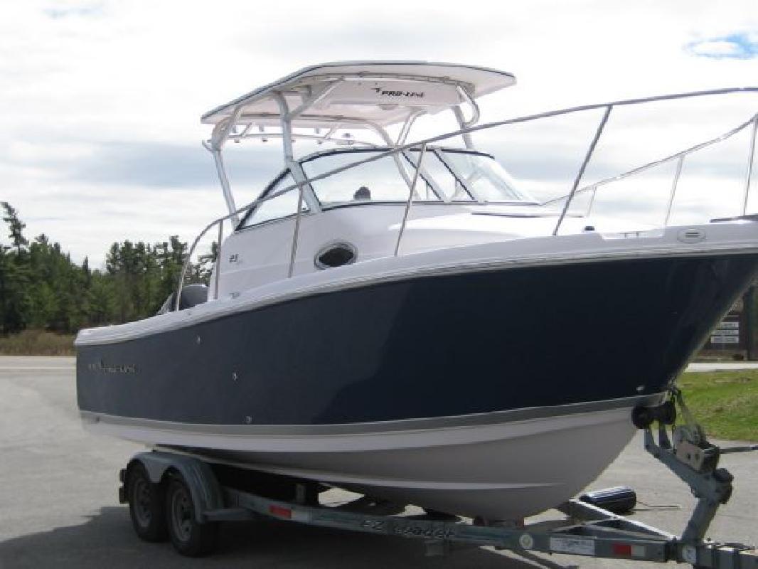 2011 23' Pro-Line Boats, Inc. 23 Express Walkaround Cuddy