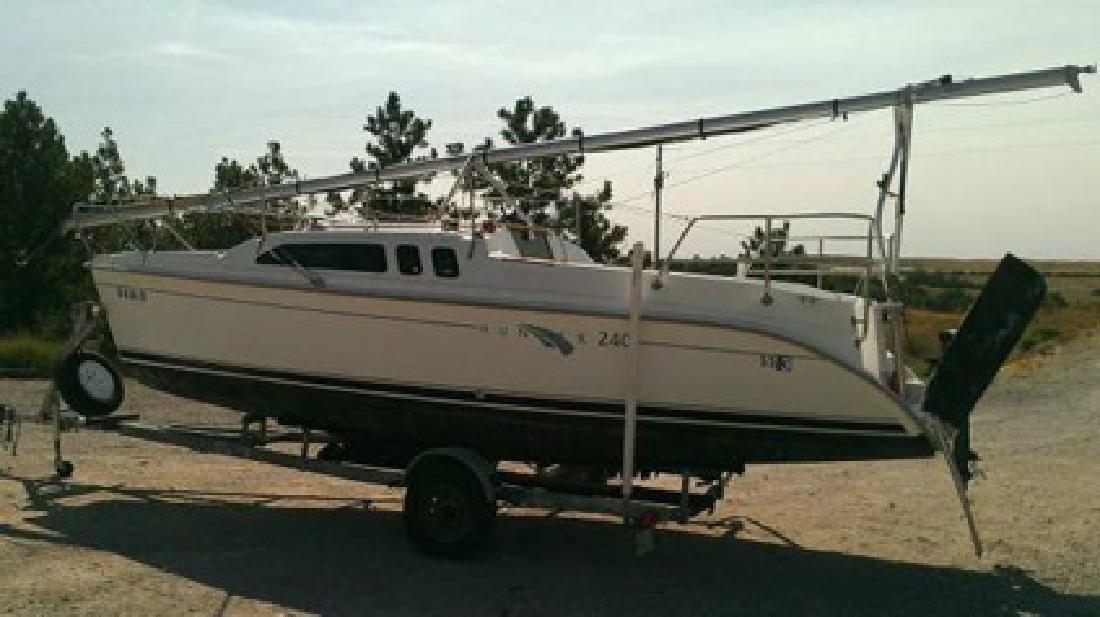 $10,500 2000 24? Hunter 240 Sailboat