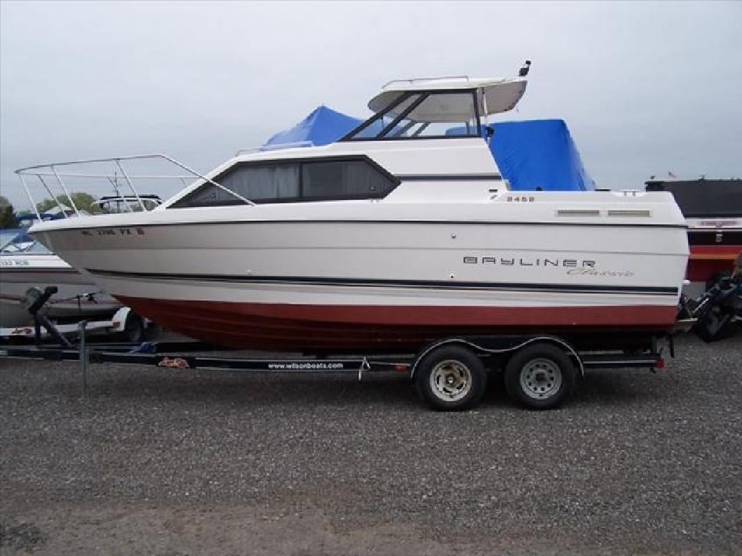 1995 24' Bayliner 2452 Classic in Howell, Michigan