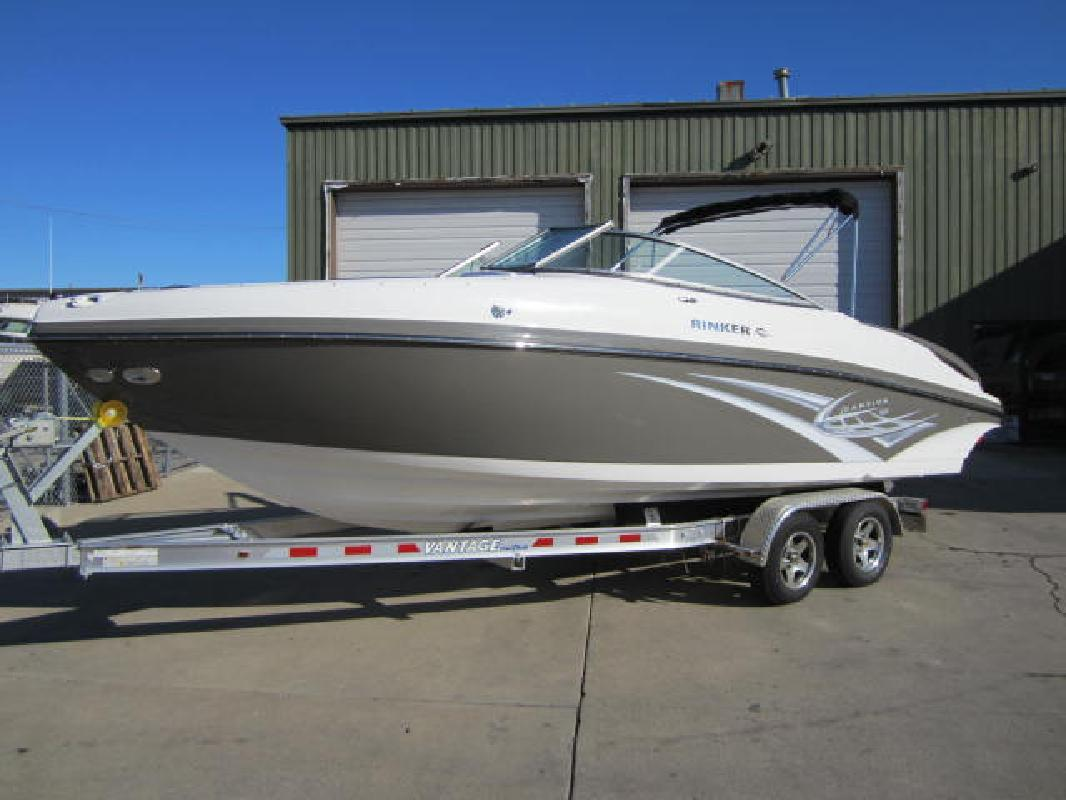 2012 24' Rinker 246 BR in Harrison Township, Michigan
