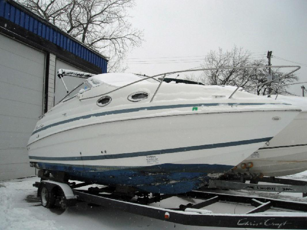 2000 24' Chris-Craft 248 Express Cruiser in Cleveland, Ohio