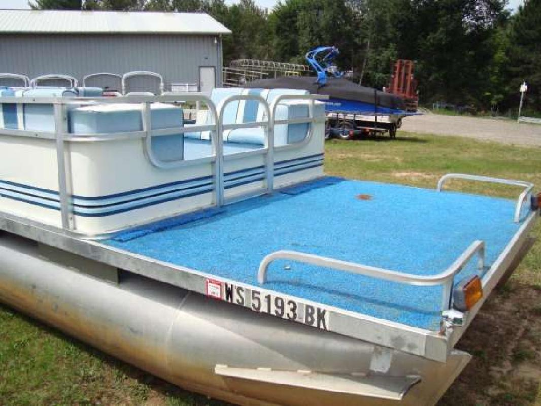 1986 24' Weeres 24' Cruising Pontoon for sale in Three Lakes