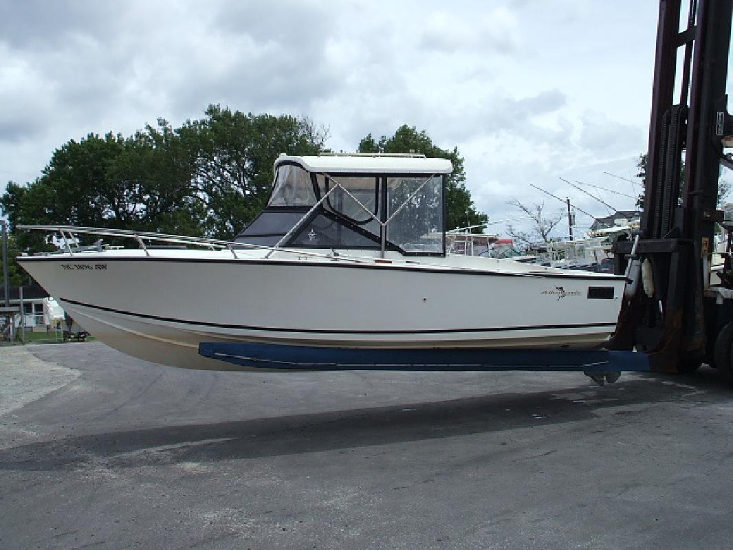1982 24' Albemarle Boats 24' Express Cuddy in Morehead City, North Carolina