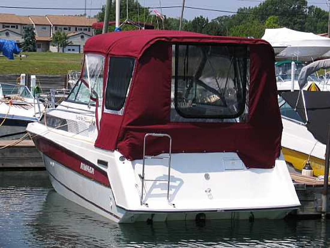 1998 25' Rinker 250 Fiesta Vee in Grand Island, New York