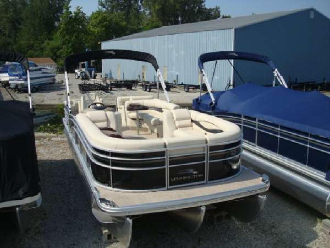 2011 27' Bennington Marine LLC 2550 RCW triple toon