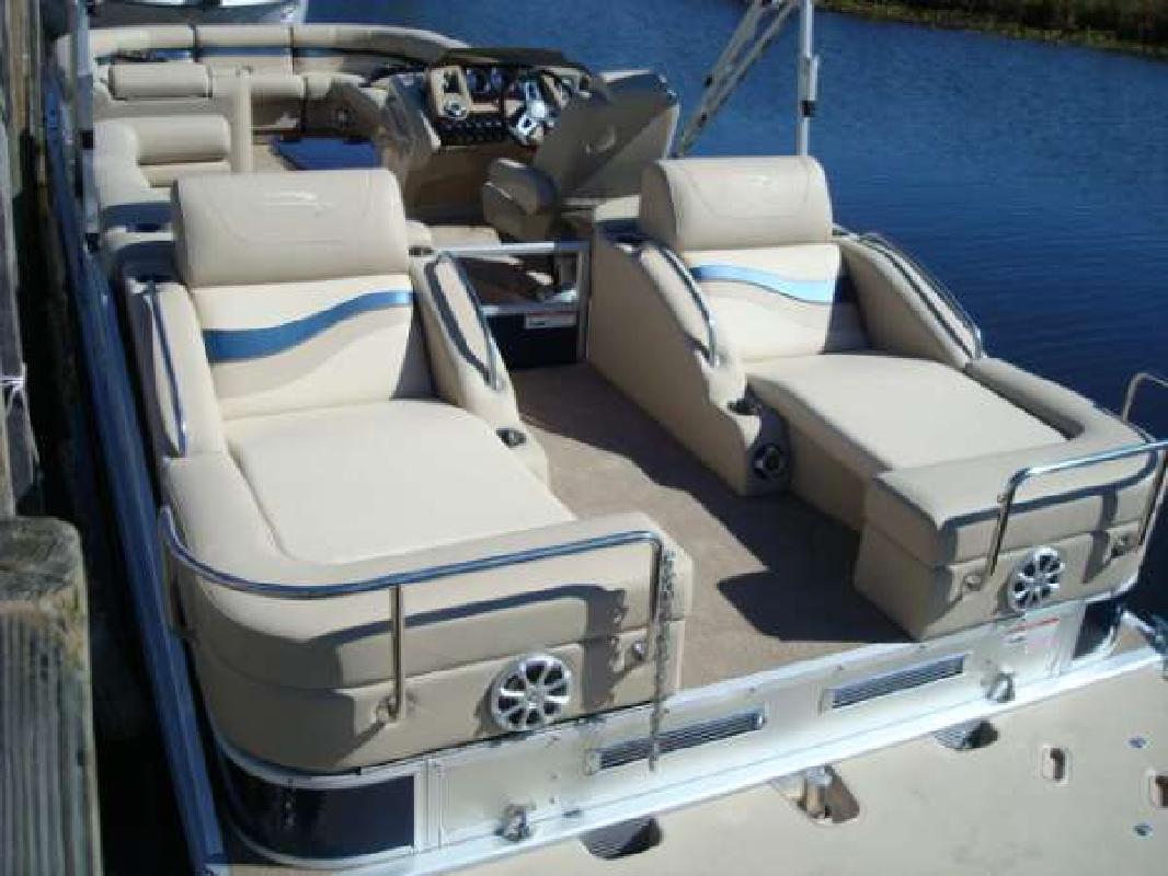 2011 25' Bennington Marine LLC 2575 RCW I/O rear lounger