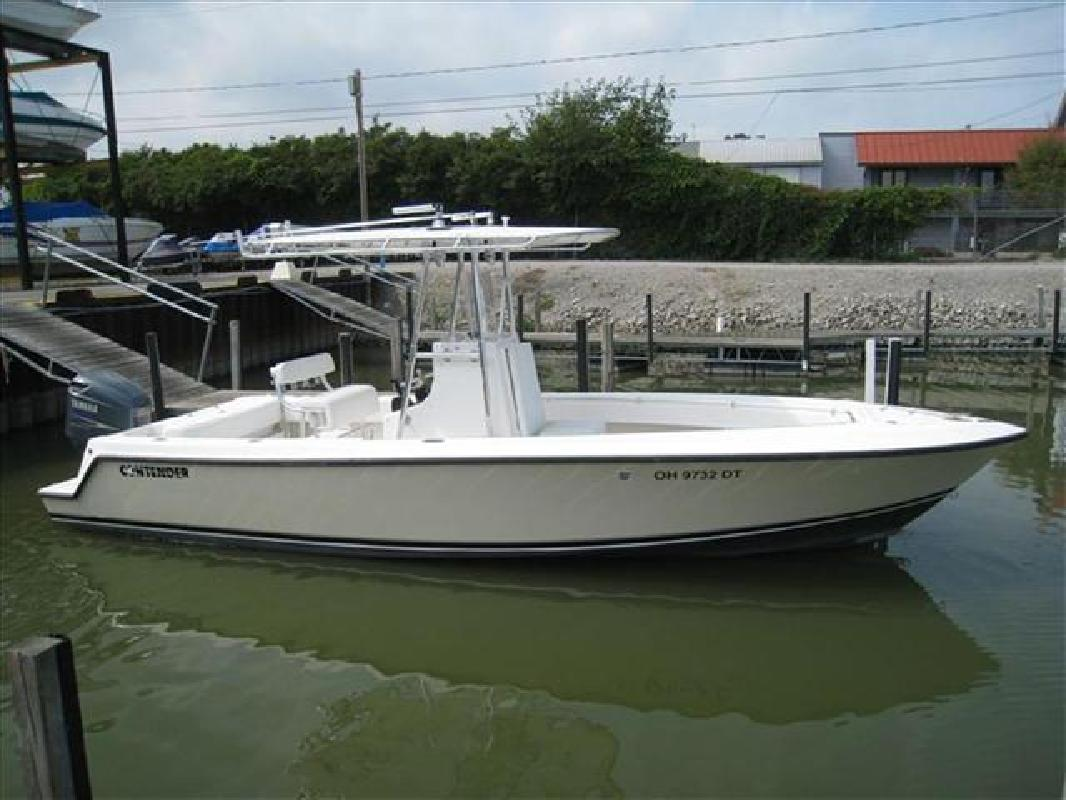 "2005 25' Contender Center Console 25'3"" LOA (23T Model) in Huron, Ohio"