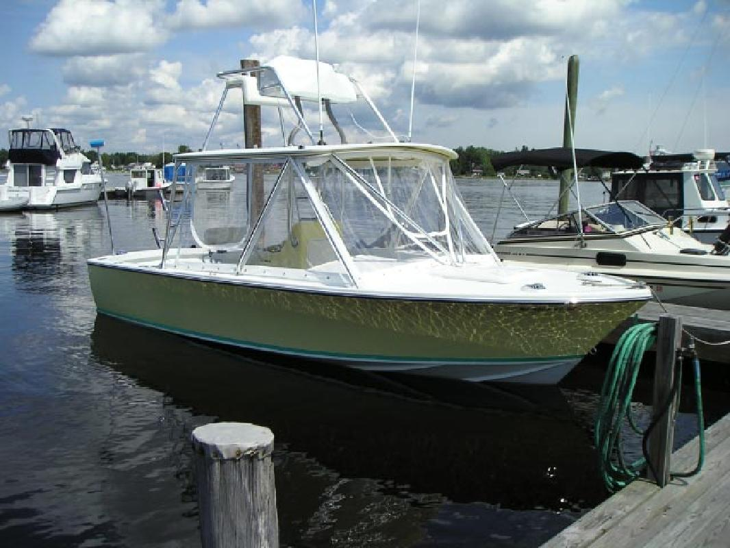 2008 25' Bertram Yachts 25 Custom Express Sportfish in Islamorada, Florida