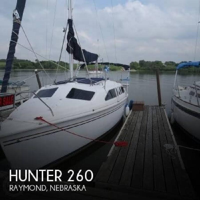 1999 Hunter Marine 260 Raymond NE