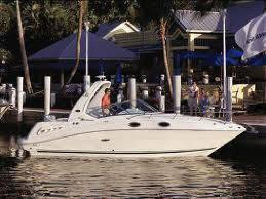 $42,900 2005 Sea Ray 260 SUNDANCER
