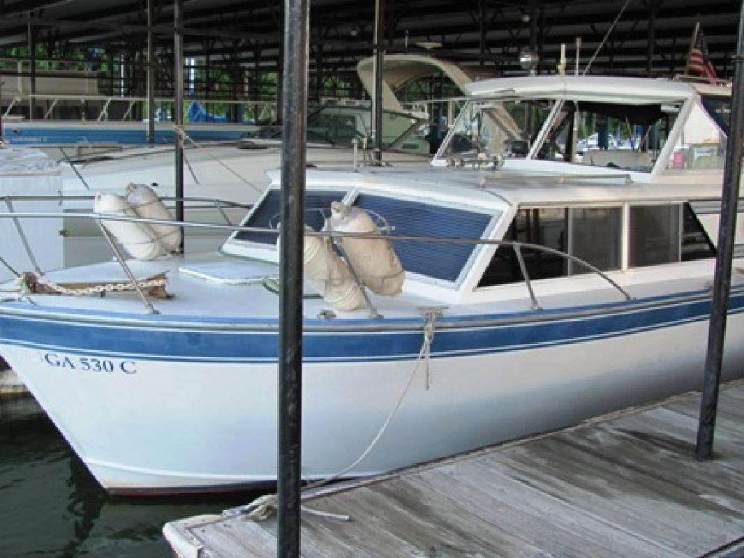 1973 28' Marinette 280 Express Cruiser