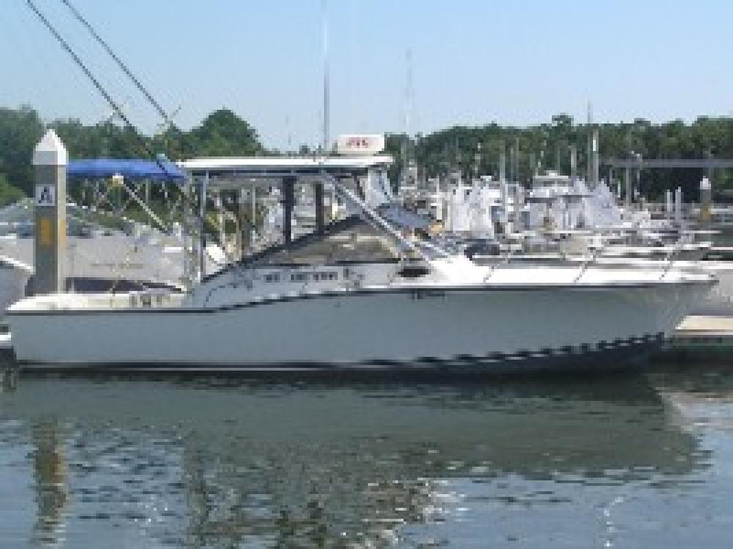 2001 28' Carolina Classic Boats, Inc. 28 FT Sport Fisherman (Diesel Power!)