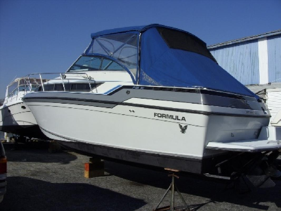 1987 28' Formula 28 PC in Lindenhurst, New York