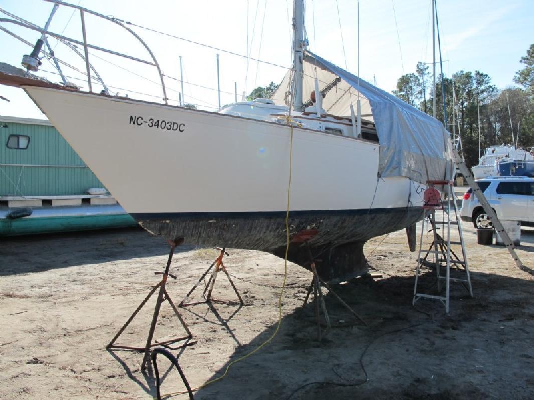 1980 28' SABRE CORPORATION 28 Sloop Cruiser