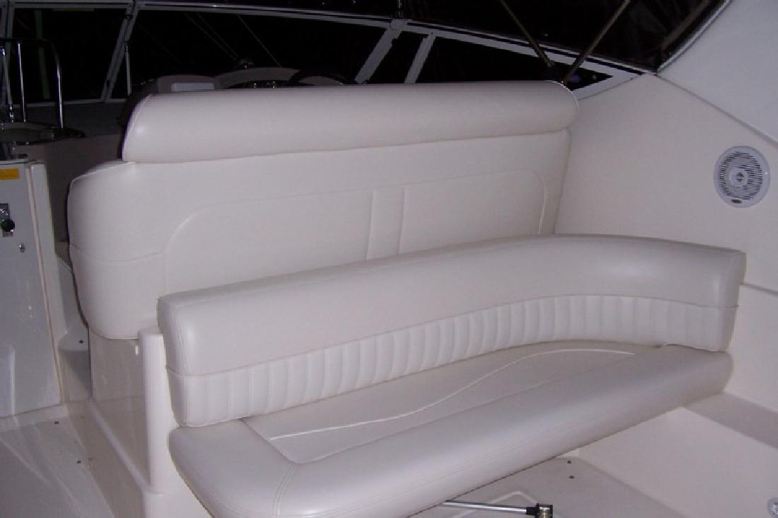 2002 30' Cruisers 3075 Express Cruiser
