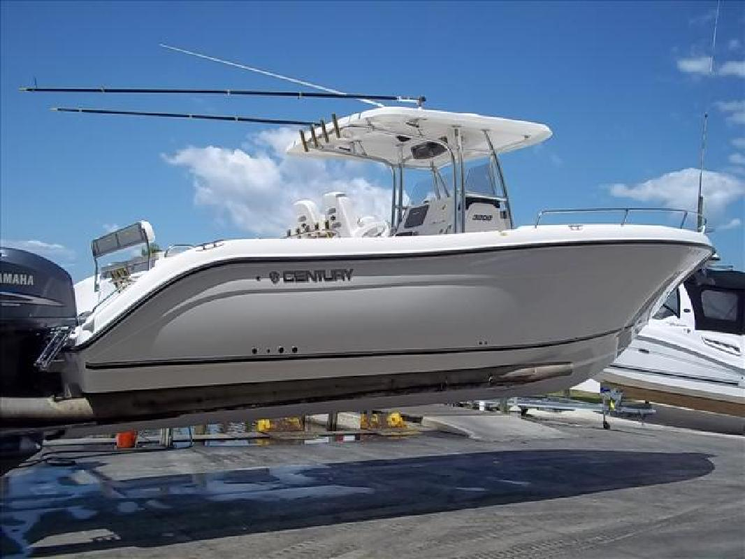 2007 32' Century Boats 3200 CENTER CONSOLE in Venice, Florida