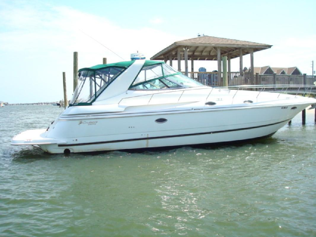 2001 38' Cruisers 3870 EXPRESS in Wrightsville Beach, North Carolina