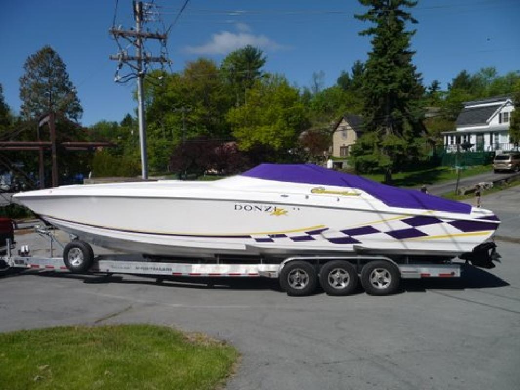 1999 38' Donzi 38 Zx in Alexandria Bay, New York