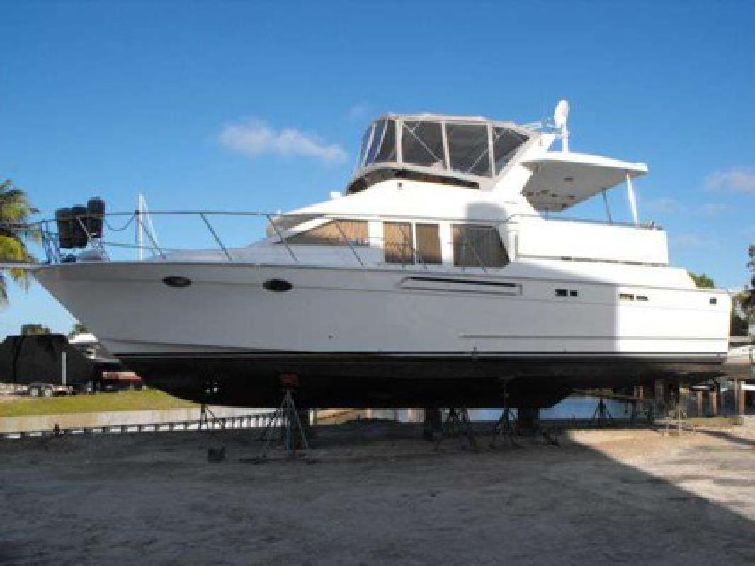 $249,000 1998 Ocean Alexander 44 SUNDECK