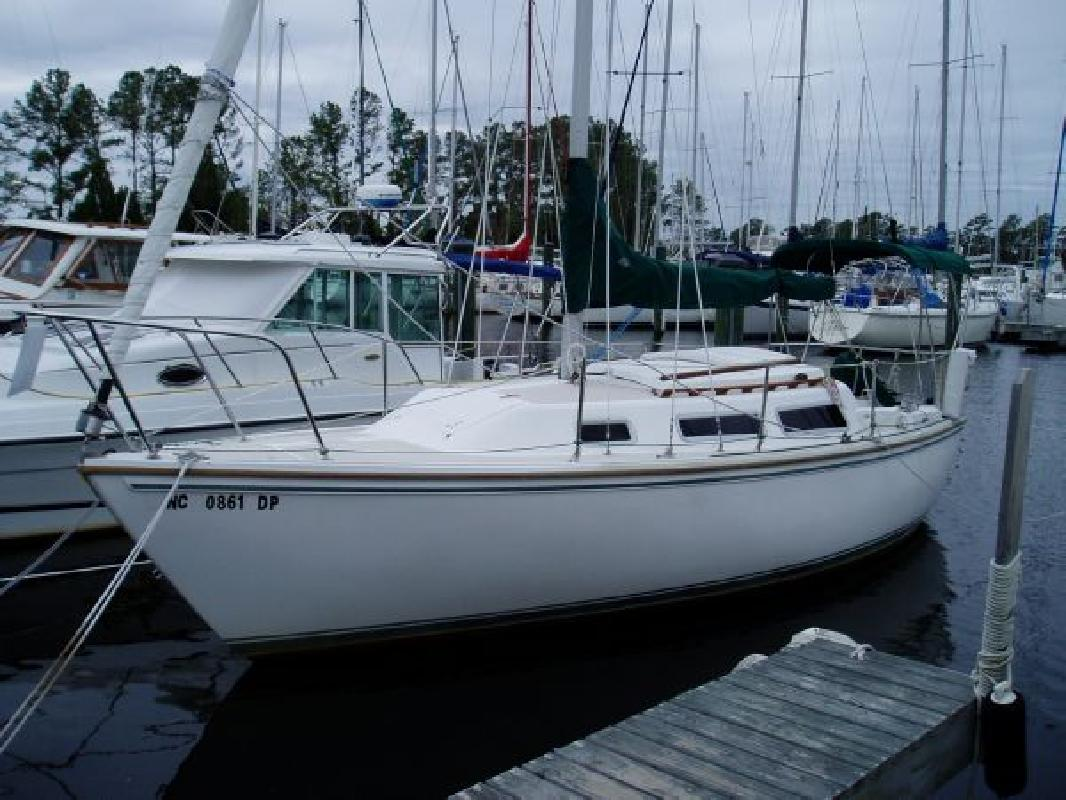 1985 25' CATALINA YACHTS 4 Stroke-Electric Start