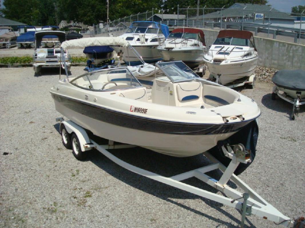 2002 21' Bayliner Rendezvous All New 2159 Deckboat