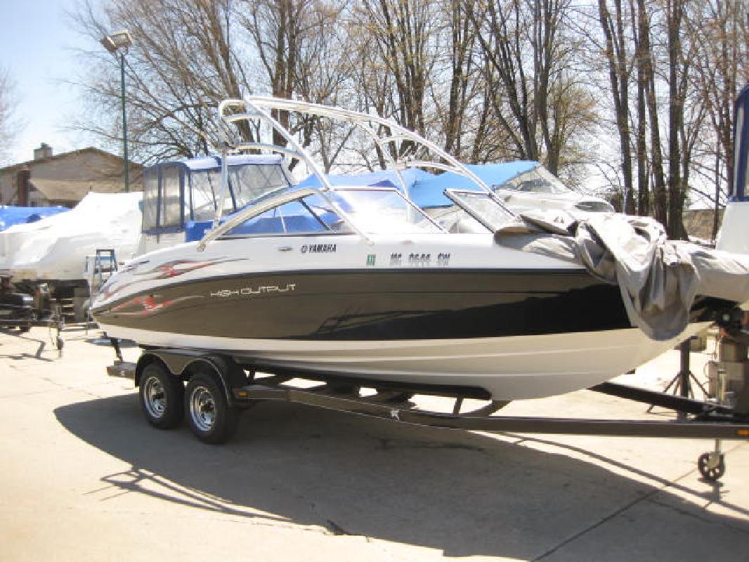 2005 23 39 yamaha ar230 h o for sale in harrison township for Yamaha ar230 boat cover