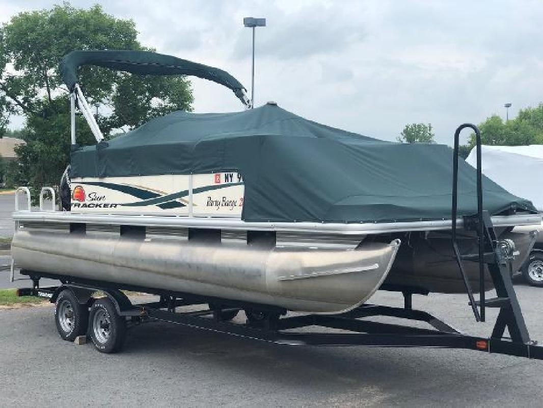 2011 Sun Tracker Party Barge 20 Auburn NY
