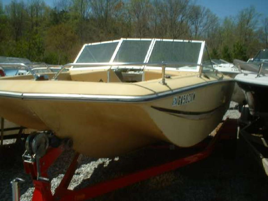 1973 18 39 caravelle marine inc barracuda 18 outboard for Bowrider boats with outboard motors