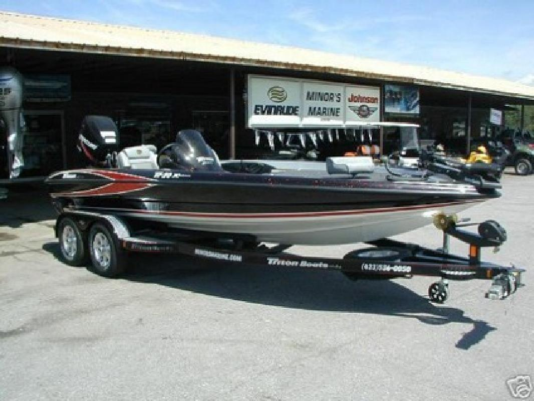 $2,998 2006 Triton TR 20 X Bass and fishing Boat ready