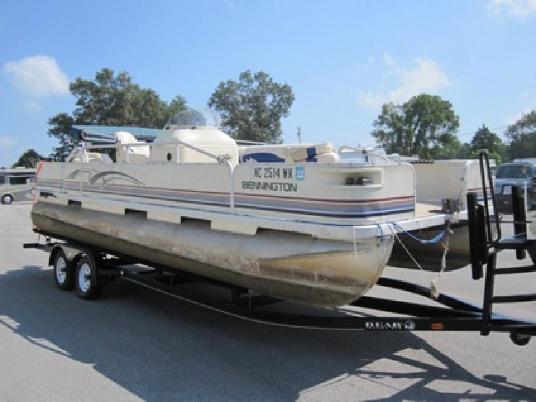$2,900 OBO 2000 Bennington 227FS