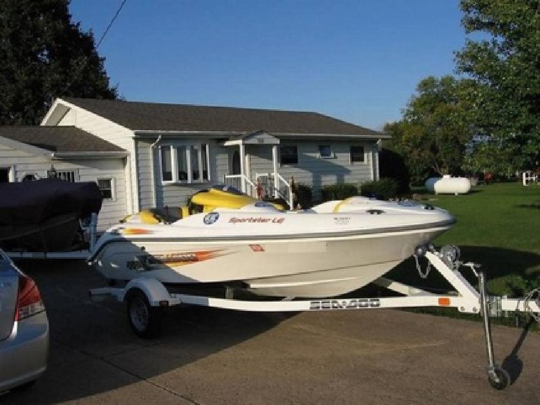 $1,700 2004 Sea Doo Bomborade 5 passenger boat and trailer 15ft 2 stroke
