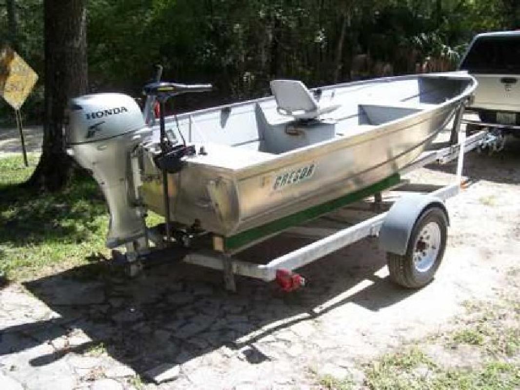 $5,250 2009 15 foot Gregor Boat Co CHW51L