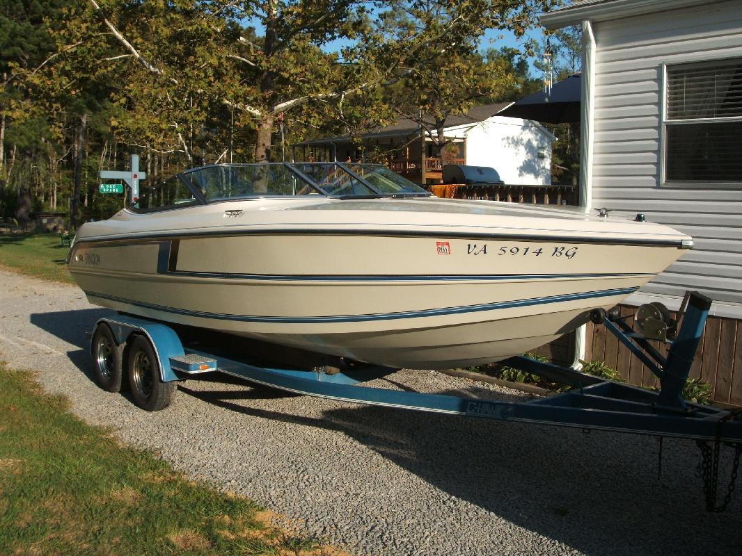 1993 22' Stingray Boat Company 658/220SX