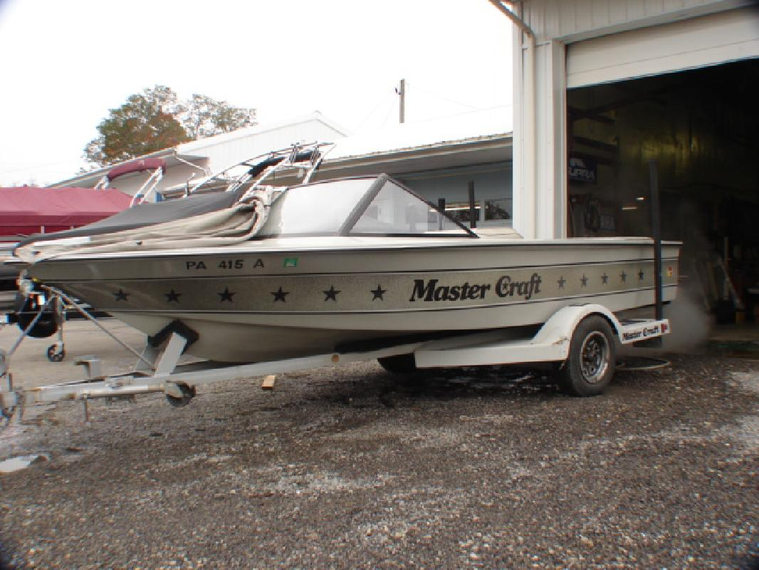 1983 19' MasterCraft Boat Company mastercraft