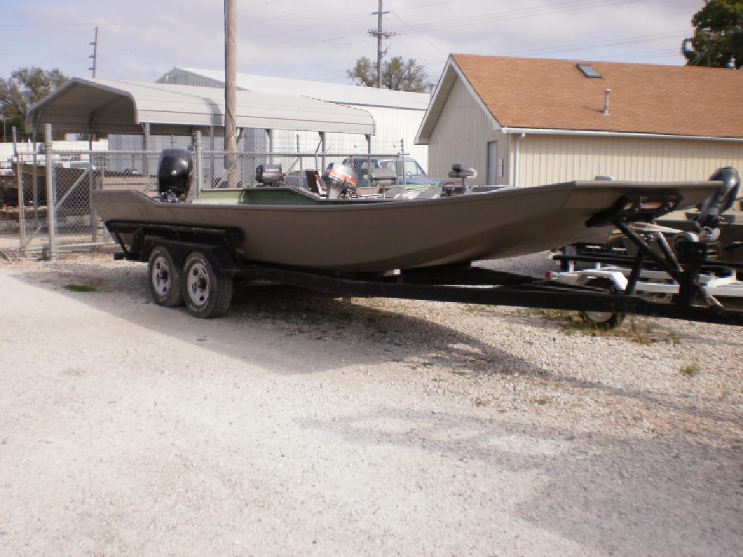 2000 24- Custom Flat boat in Beardstown, IL