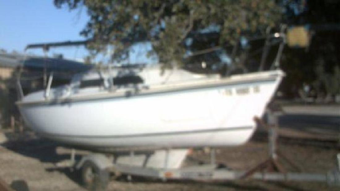 $2,250 1982 Starwind Sail Boat (Lake Whitney)