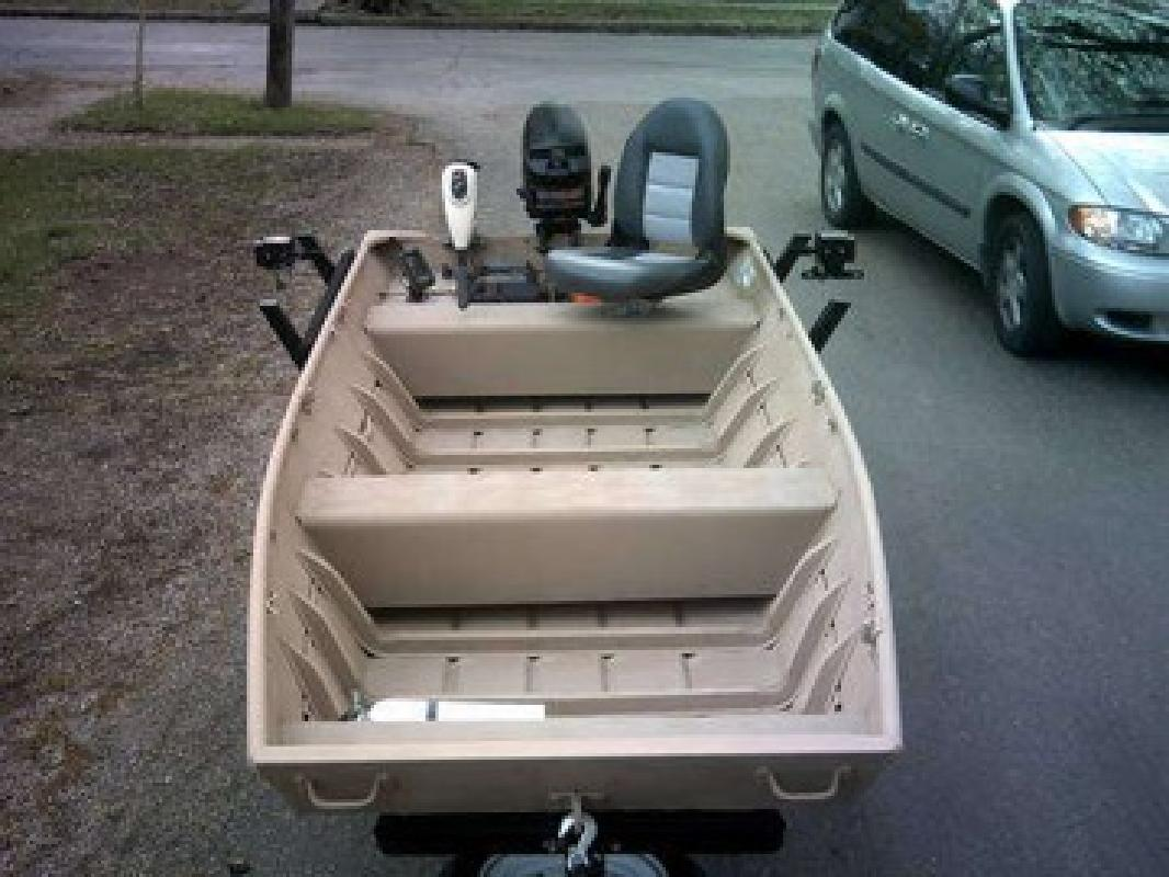 14' Lowe Jon Boat / Fishing Boat w 7.5 Mercury and extras